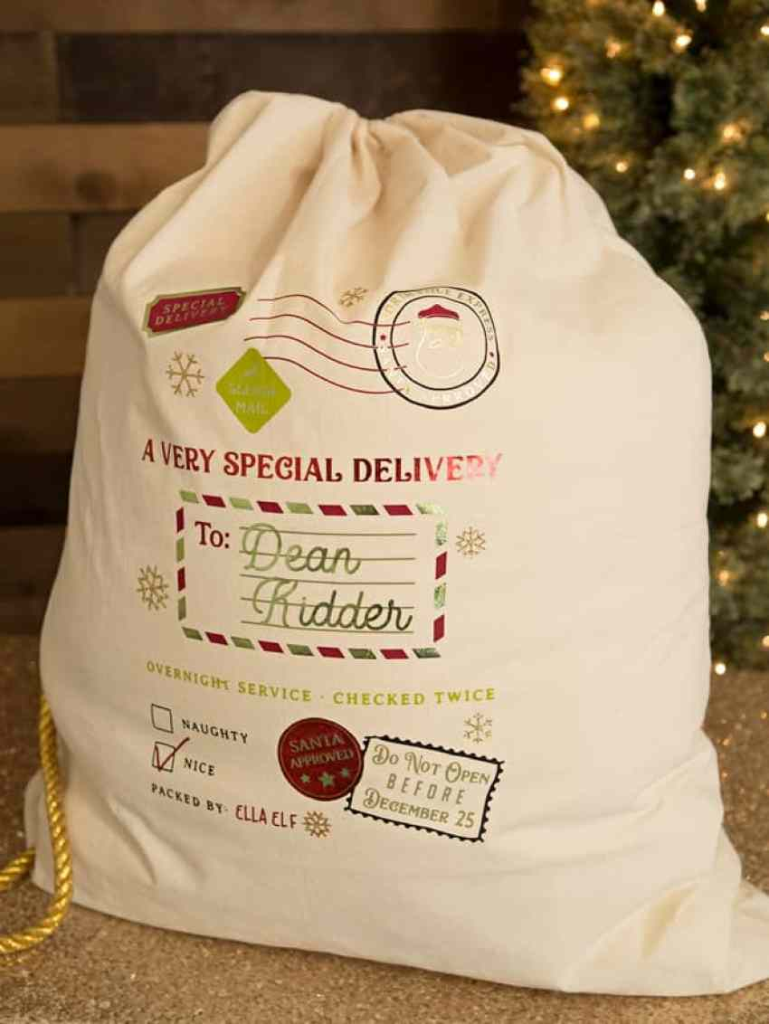 Personalized Santa Bag made with the Cricut cutting machine!
