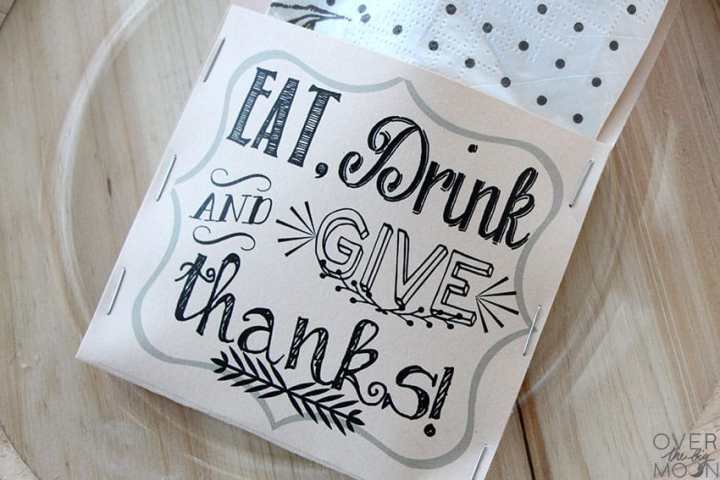 A close look at the Eat, Drink and Give Thanks saying on a Thanksgiving Utensil Holder.