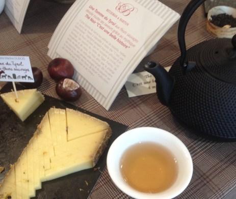 Accord fromage-thé Tomme du Tyrol aux fleurs sauvages et thé noir C'est une belle histoire Betjeman & Barton - ©Chloé Chateau