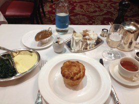 My lunch at Rules restaurant: Steak & Kidney Pie, sides of spinach and mash potatoes, and Darjeeling tea - ©Chloé Chateau