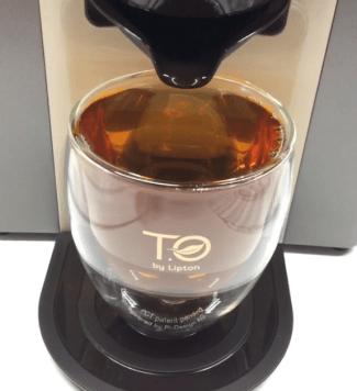On peut régler l'intensité du thé avec la machine TO by Lipton - ©Chloé Chateau