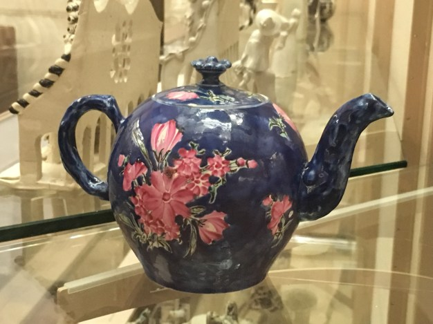 A teapot in Fitzwilliam Museum in Cambridge