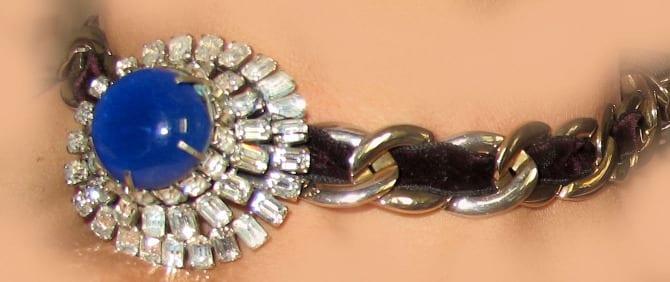 colllier fibule ancienne collier et tissu