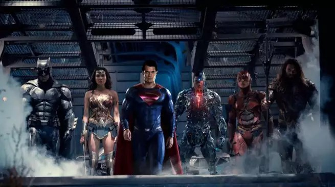 justice-league-movie-team-photo-with-sup