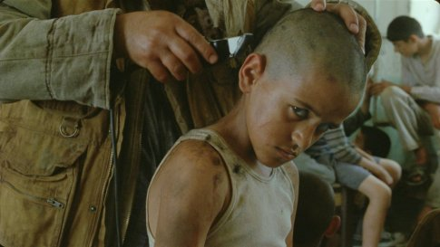 incendies-2011-001-boy-with-knife-to-head