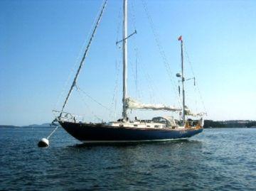 O que Russell Crowe fotografou foi um barco similar a este, com uma luz no topo do mastro principal.