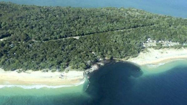 cratera em praia da austrália