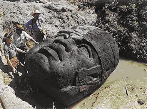 Cabeça de pedra Olmec, típica da região