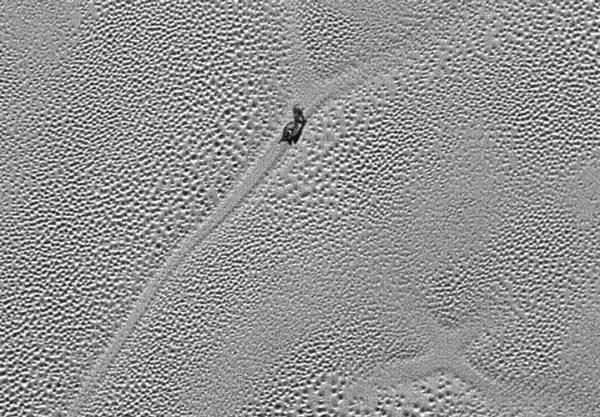 Misteriosa formação na superfície de Plutão. Crédito: NASA