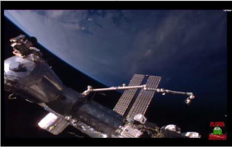 OVNI em formato de charuto ISS