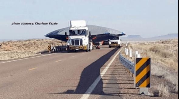 Objeto transportado em caminhão EUA