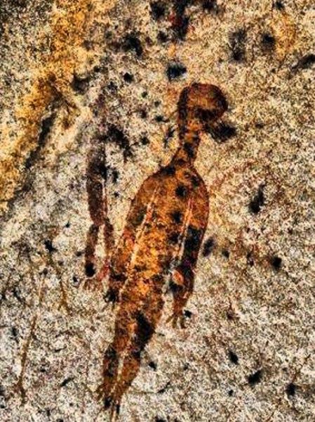 possível alienígena em petroglifo