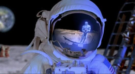 """Cientista da NASA diz que """"há alguém mais na Lua"""""""