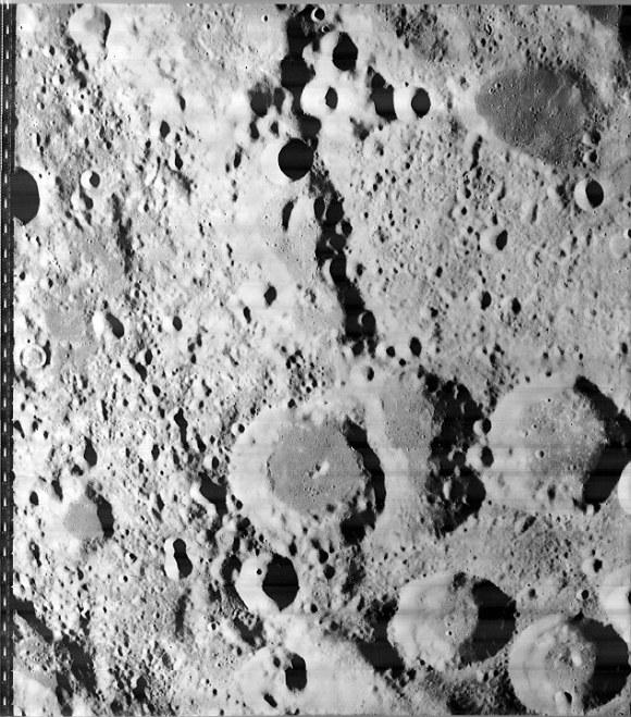 Foto original tirada pela Sonda Orbital Luna da NASA.