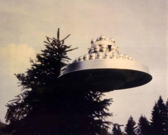 """O famoso 'bolo de casamento"""" - provavelmente a foto de OVNI mais controversa de Meier."""