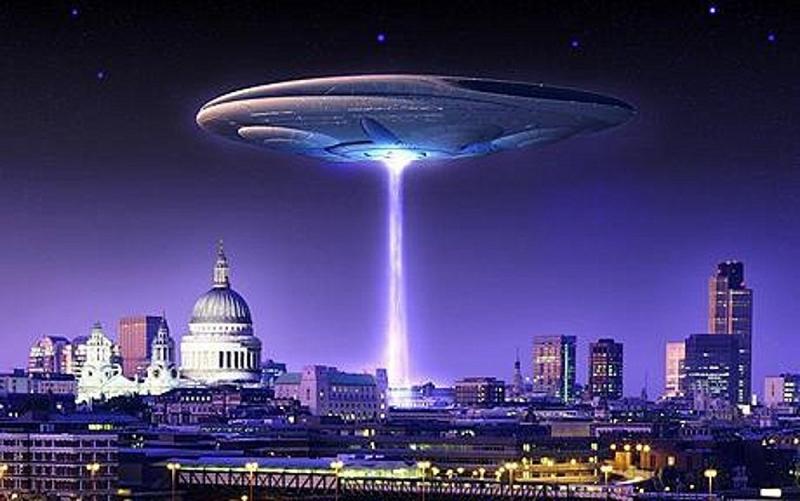 Candidato a presidente dos EUA discute invasão extraterrestre