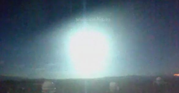 OVNIs / UFOs verdes aparecem na África do Sul e Espanha 1