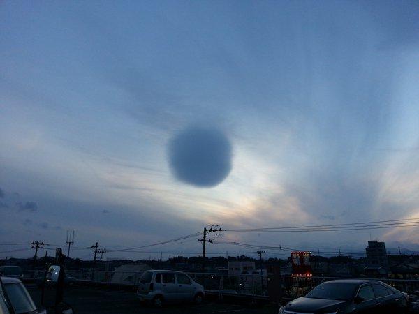 Nuvem esférica bizarra paira sobre o Japão 3