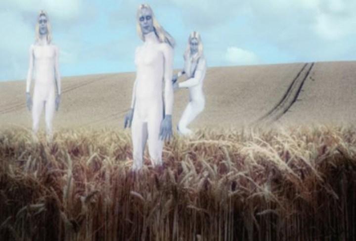 alienígenas altos brancos