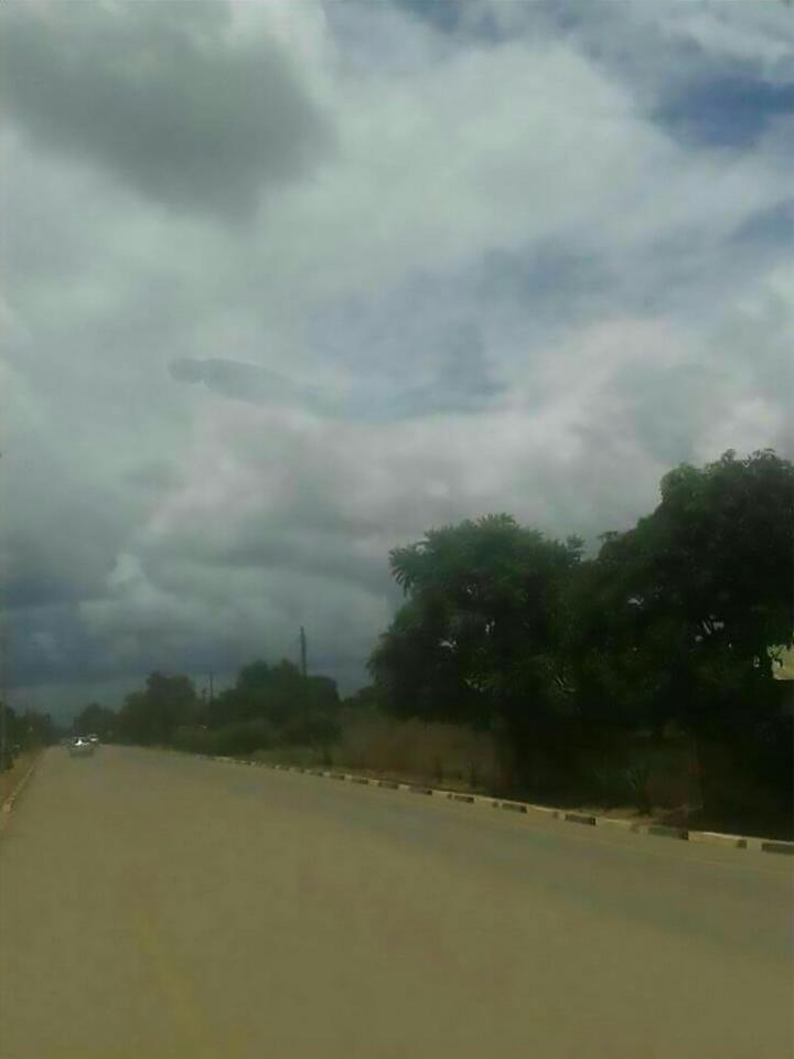 Estranha forma de humanoide aparece no céu da Zâmbia (Atualizado) 3