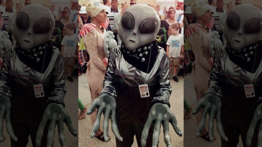 alienígenas evitando a Terra