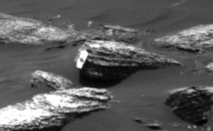 objeto anômalo em rocha de Marte