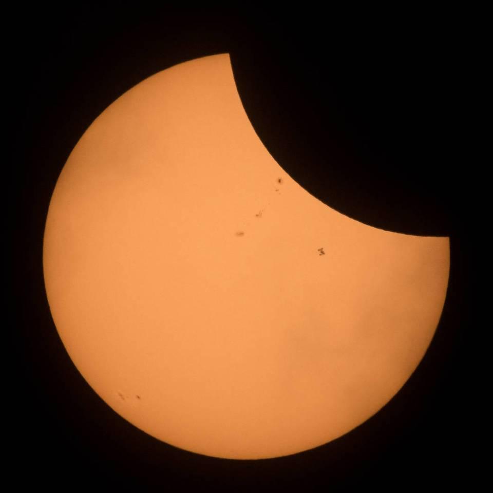 Estação Espacial Internacional aparece em foto do eclipse