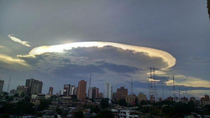 Colombianos se assustam com luzes no céu 1