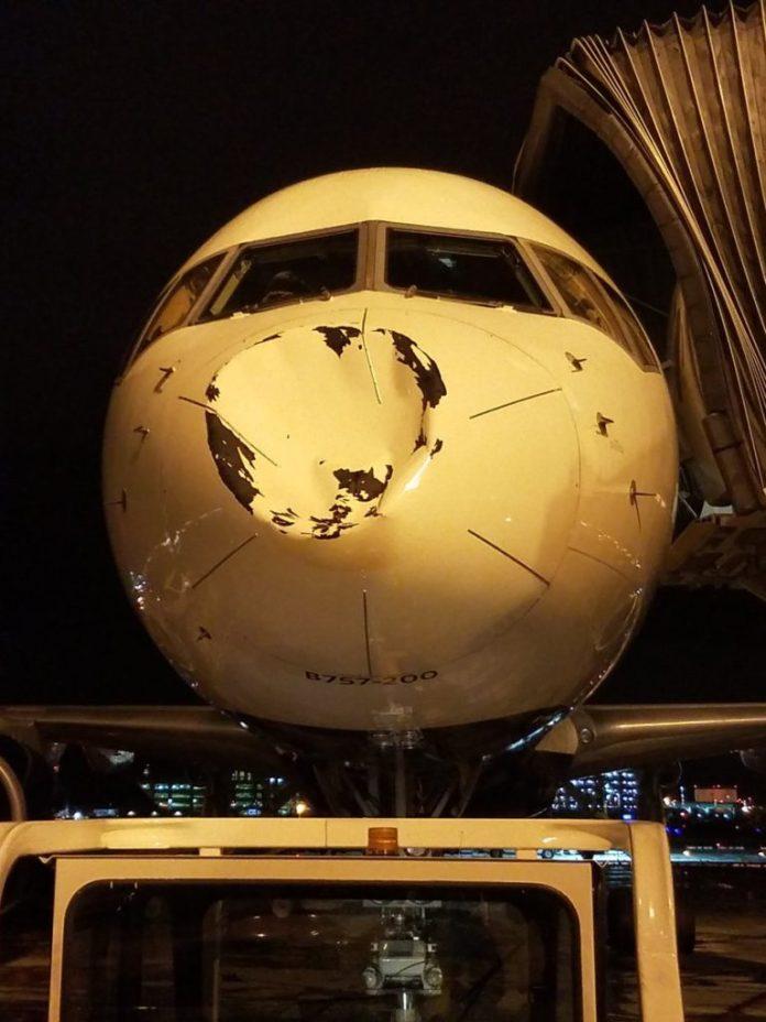 OVNI colide com avião