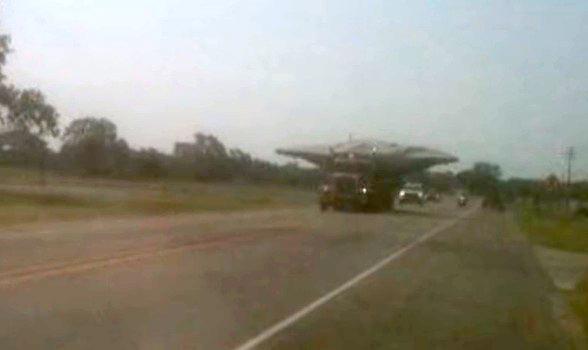 """""""Disco Voador"""" é fotografado sendo transportado"""