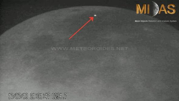 Agência Espacial Europeia captura clarões na Lua 2