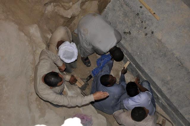 Gigantesco sarcófago é aberto e arqueólogos encontraram algo inesperado