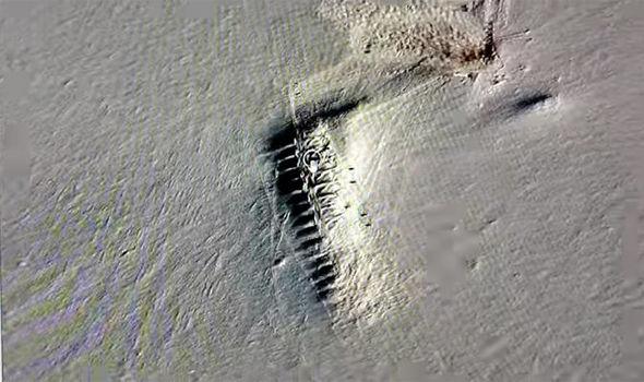 22 estruturas misteriosas surgem do gelo derretido da Antártica 1
