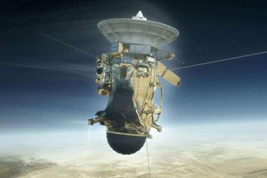Cassini revela três grande surpresas antes de mergulhar em Saturno