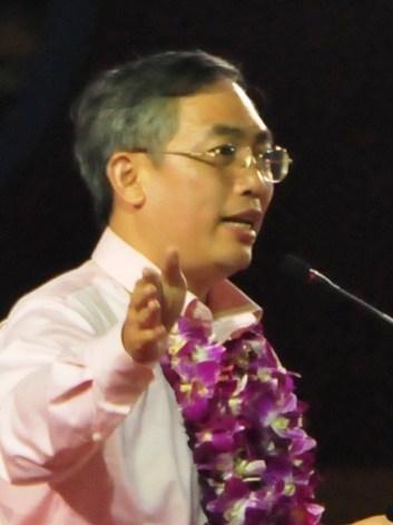 Politico de Singapura admite ter visto OVNIs e acredita em extraterrestres