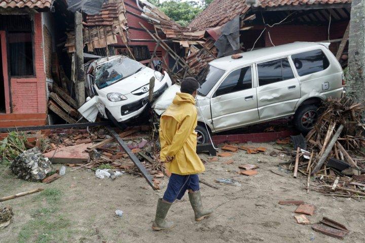Tsunami atinge Indonésia sem terremoto, matando mais de 220 pessoas