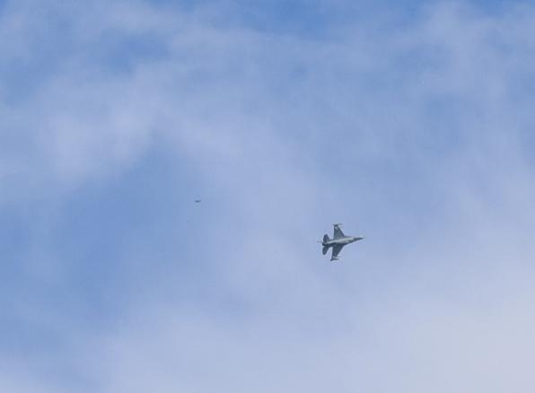 OVNIs escoltam caças sobre San Antonio, Texas - EUA (foo fighters?) 6