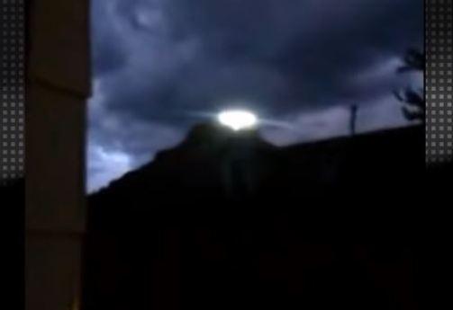 OVNI pousa sobre montanha nos EUA