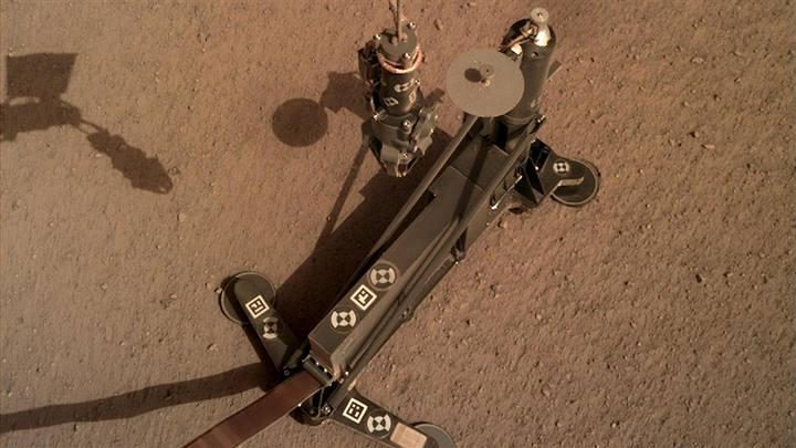 Algo interrompe a escavação da sonda InSight em Marte