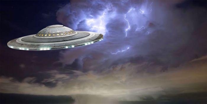 Seriam os OVNIs originários de outras dimensões ao invés de outros planetas?
