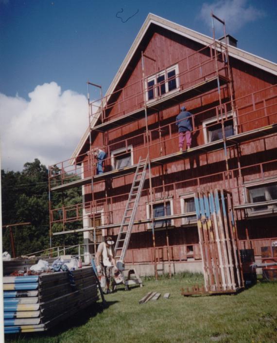 Sommeren 2003 ble det utført dugnad på uthuset på prestegården i regi av historielaget. Hele huset ble malt utvendig.