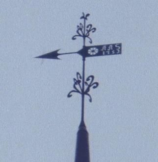 Rekonstruksjonen av den gamle værhanen, som må ha stått på den forrige kirken, ble laget på Førelands karosseriverksted i messing av Leiv Grindland. Anders og John Føreland hadde den ikke ufarlige jobben med å plassere den på toppen av kirketårnet. Dette ble gjort rundt 1950. (Samme år la Olav Øvrebø ny spon på tårnet, det samme som finnes i dag - 2007) Om forhistorien til værhanen se årsskrift for 2004.