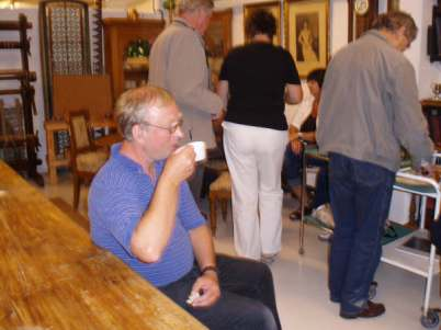 Olav Upsahl nyter kaffepausen.