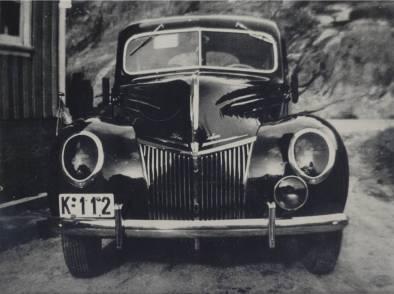 K-112 var en kjent og kjær bil for mange i Øvrebø - kanskje særlig for folk på Homstean. Den ble først brukt som drosje av Kristian og Olav Iglebæk, senere som privat- og leiebil og det er kanskje mange som husker sin første kjøretur i denne bilen.