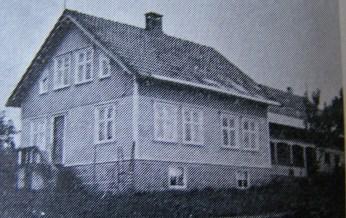 Huset til Odd Erling og Aaselie Aurebekk slik det så ut før det ble modernisert. (Bilde fra Norges bebyggelse).