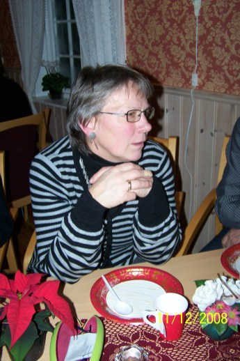 Gerd Torhild Fuskeland er forsanger til julesangene.