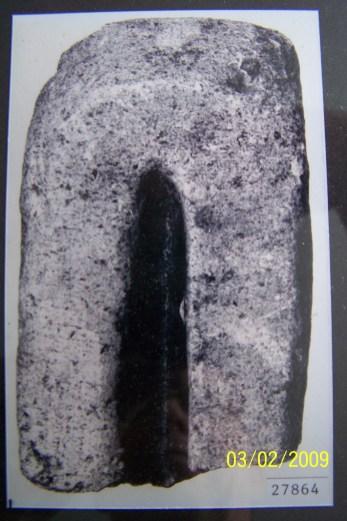 Støpeform av kleberstein. Fra Tveite i Hægeland. Vikingtid.