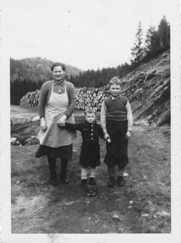 Torbjørg, Eivind og Anders Godhei.