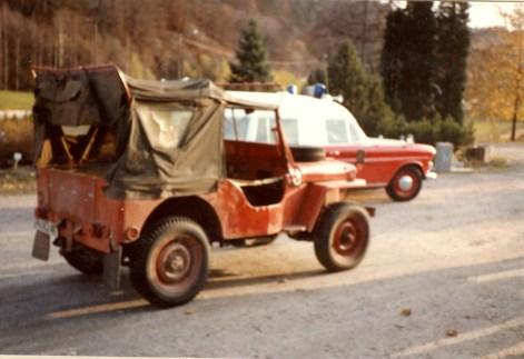 Willys jeep, 1943 modell. Kjøpt av forsvaret i 1963. Dette er den første bil Øvrebø brannvesen fikk etter kommunesammenslåingen i 1962.
