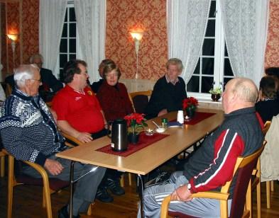 Bildet er tatt under julemøte på Øvrebø Prestegård - fra v.: Søren Stredet, Jan Helge Risdal, Daghild og Kjell Anders Greibesland, Torleiv Bjerland